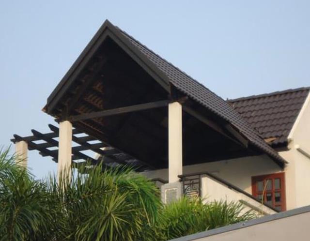 sân thượng làm mái ngói