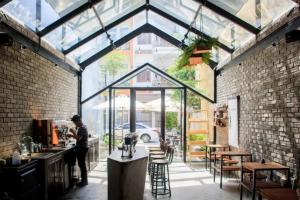 Gợi ý một số mẫu mái che quán cafe đẹp và thú vị