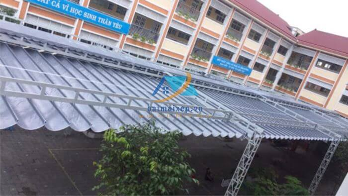 Mái xếp sân trường học